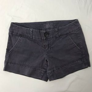 American Eagle Outfitters Midi Shorts. Size: 00